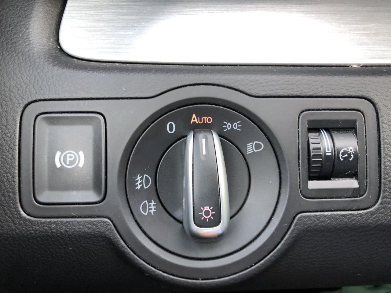 VW Passat CC PASSAT CC 170Cp/Webasto/Bi-XENON/Lane Assist/ACC si Front Assist/Dynaudio/Suspensie adaptiva/Park Assist/Navi/Scaune ventilate/Senzori PDC Fata/Carlig remorcare/,etc... 2010