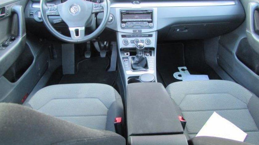 VW Passat Comfortline BlueMotion 2.0 TDI 140 CP M6 Start&Stop 2013