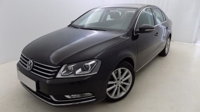 VW Passat Highline BlueMotion 2.0 TDI 140 CP DSG 6+1 Start&Stop 2013