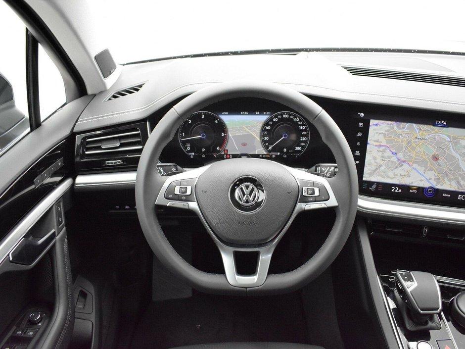 VW Touareg mai scump decat S-Class